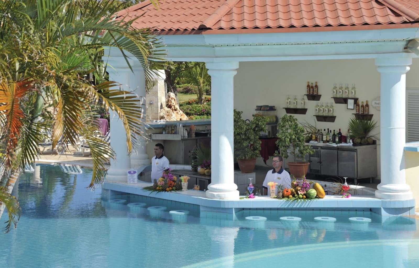 Swim up pool bar at Paradisus Princesa Varadero
