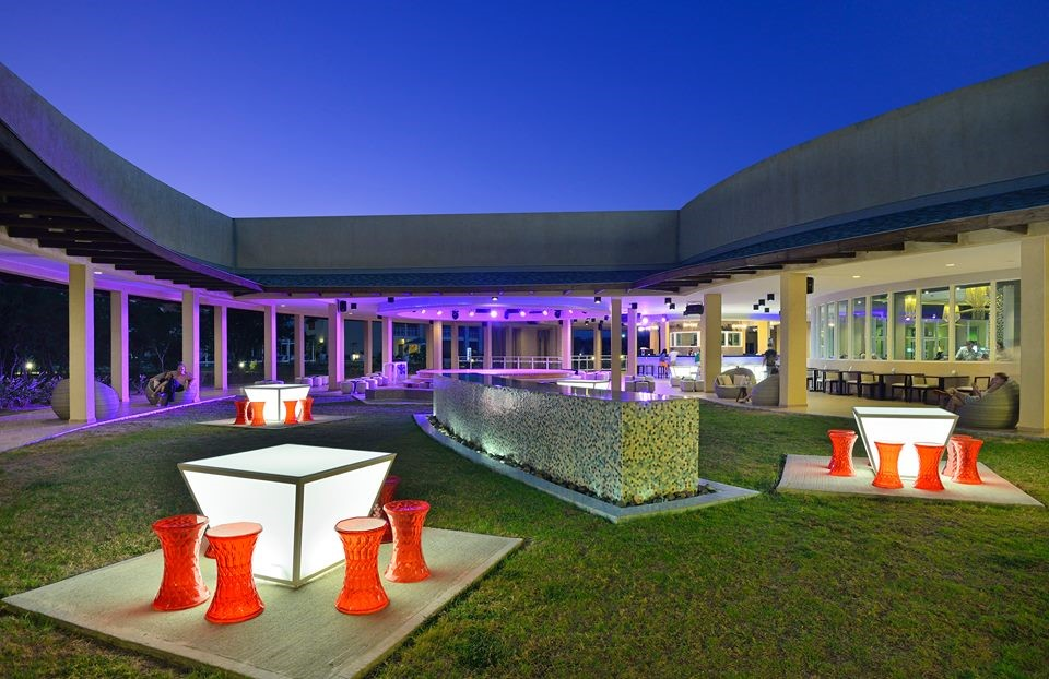 Paradisus Varadero Bar at night