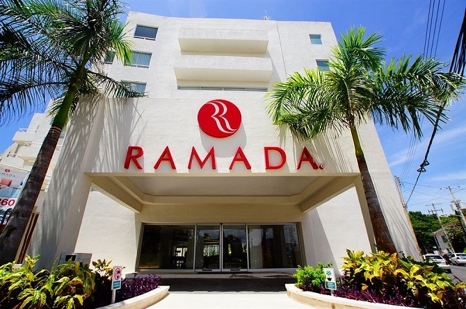 The front entrance of the Ramada Cancun