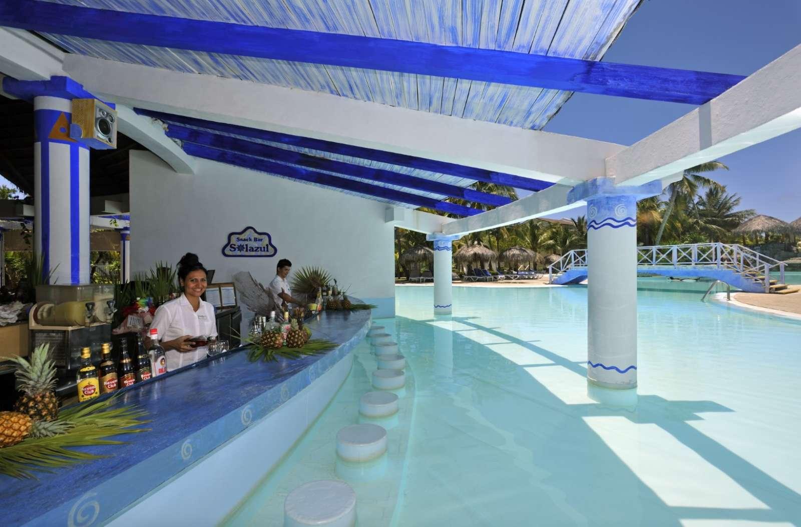 Swim up bar at Sol Cayo Largo