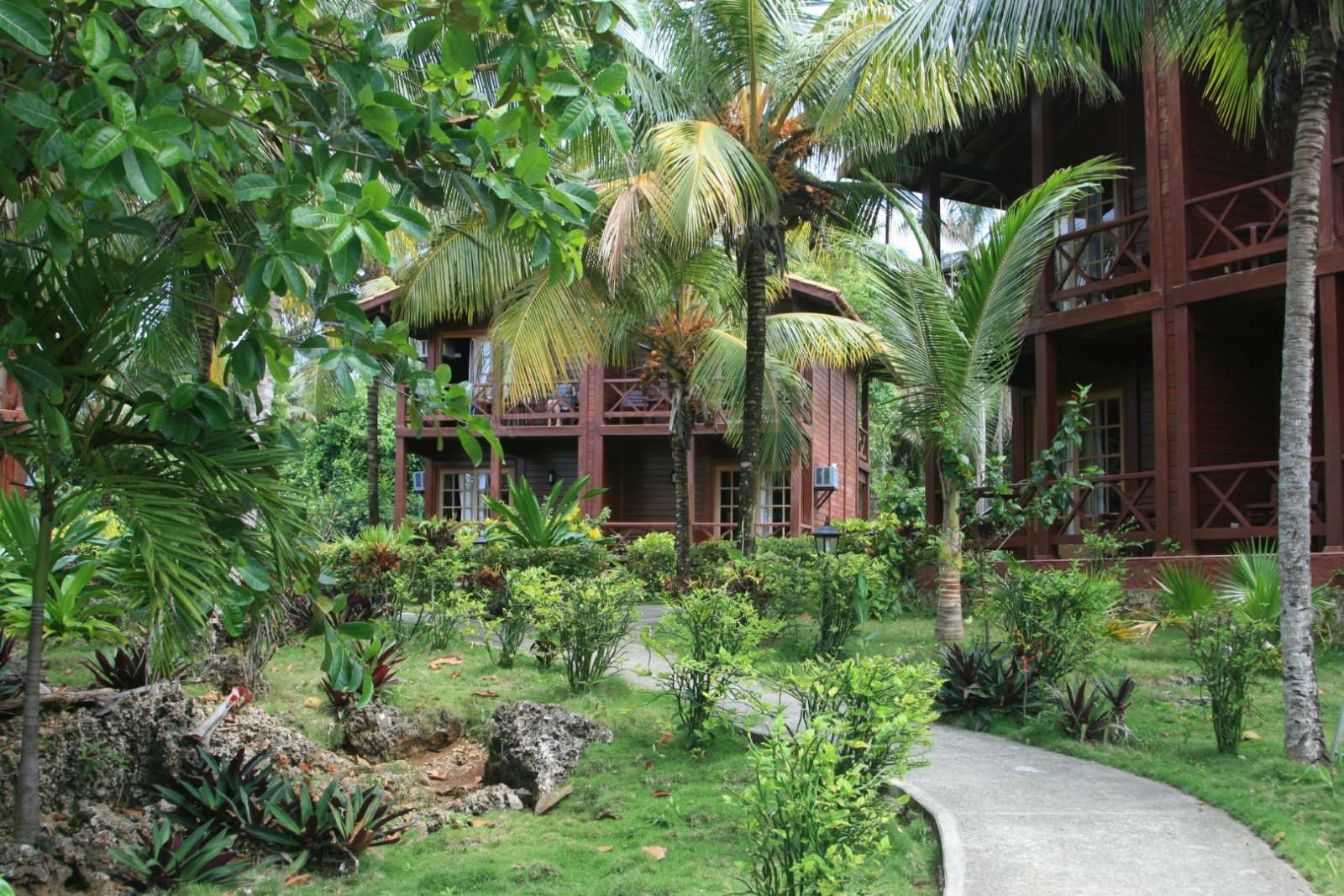 Garden and bungalows at Villa Maguana