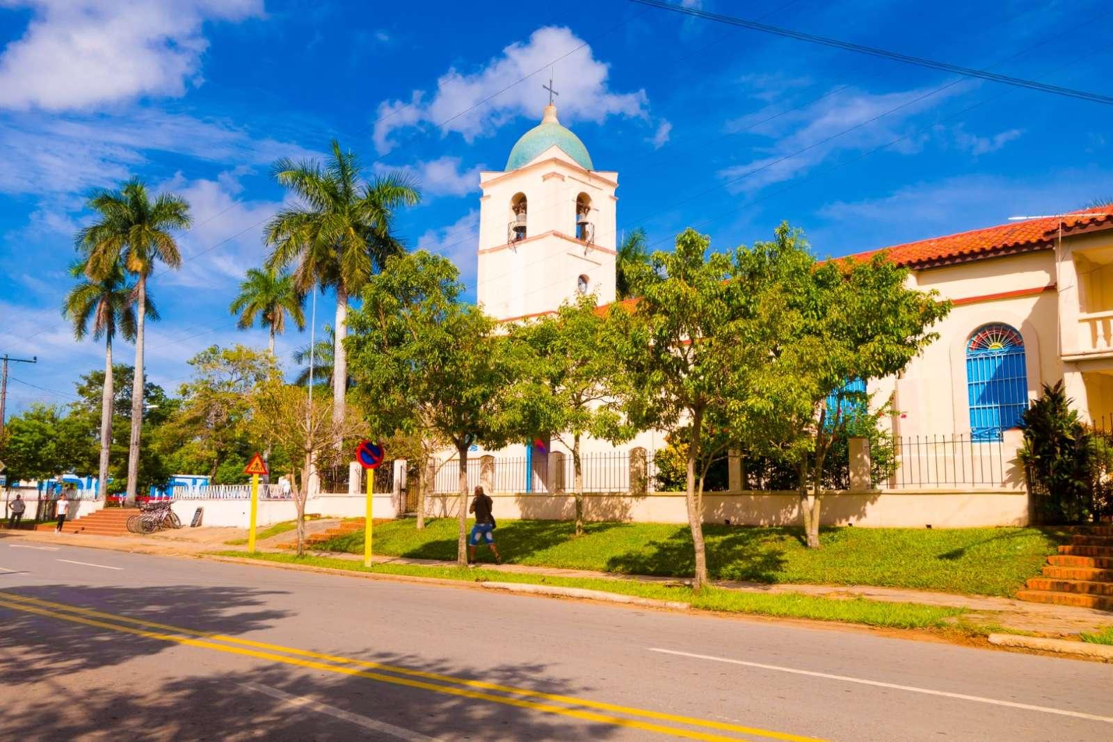 The main street running through Vinales town