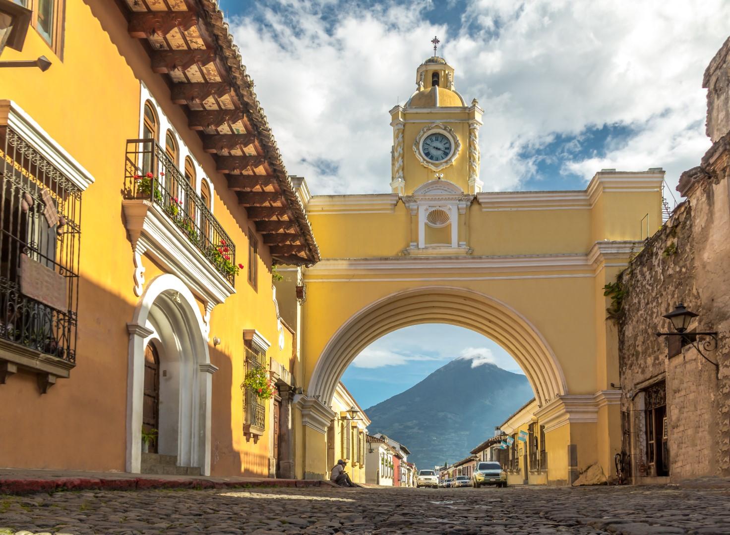 View towards the Arco de Santa Catalina in Antigua