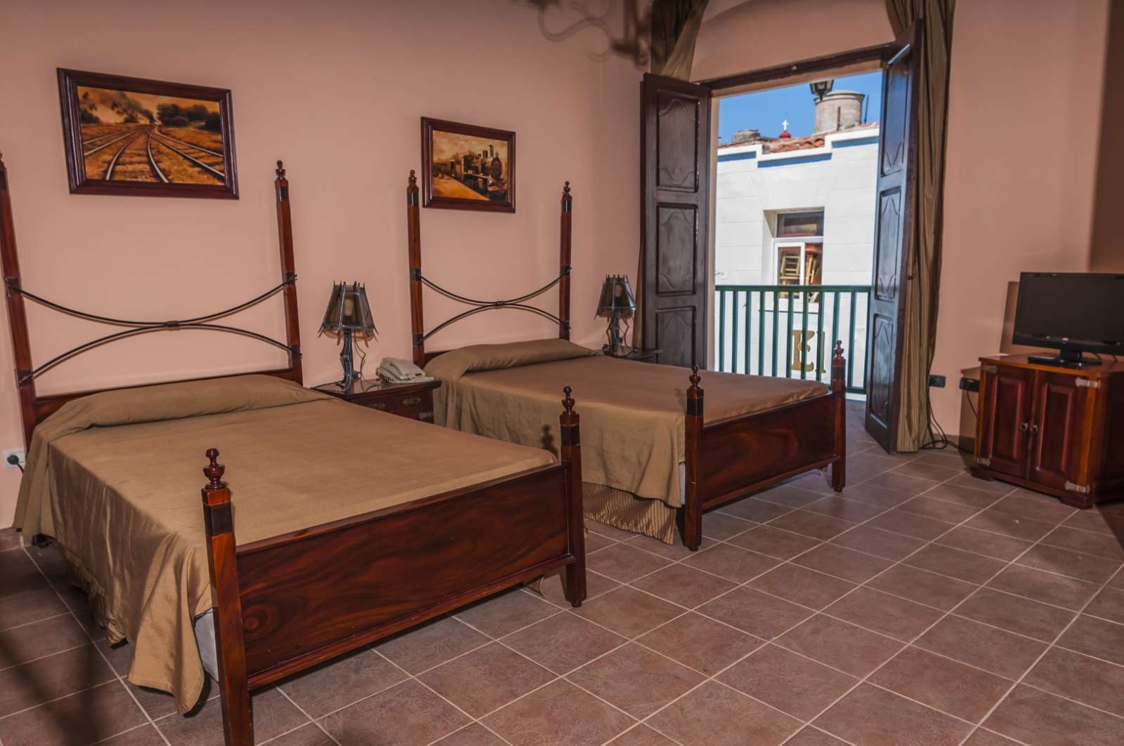 Twin room at Camino de Hierro