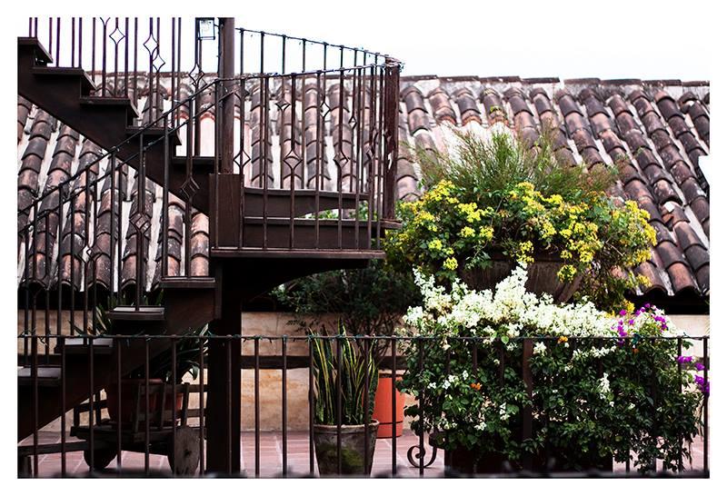 Hotel Meson De Maria Antigua Stairwell