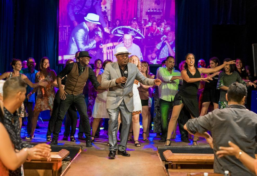 The Legendarios Del Guajirito performing in Havana