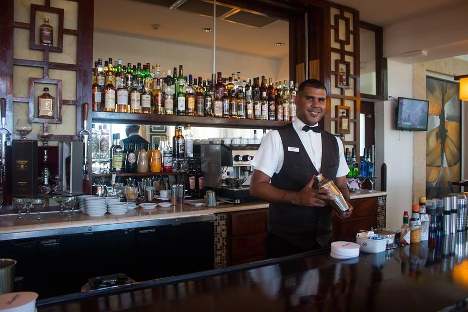 Royalton Cayo Santa Maria Barman