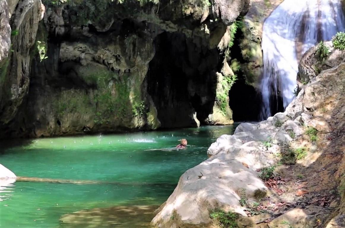 Woman swimming at El Cubano parque