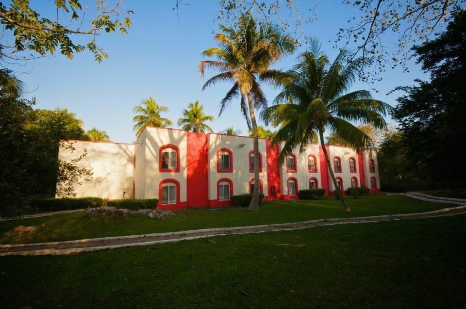 Villas Arqueologicas Chichen Itza Building