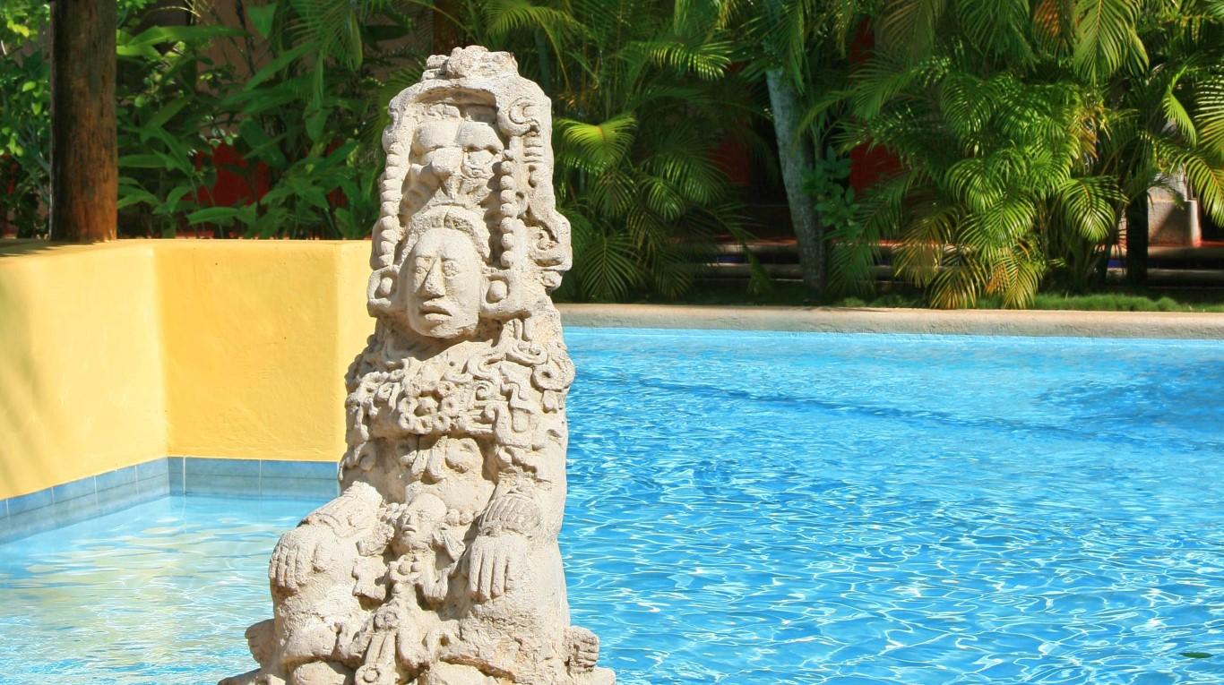 Villas Arqueologicas Chichen Itza Pool Statue