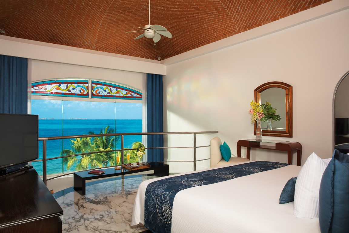 Bedroom with seaview at Zoetry Villa Rolandi