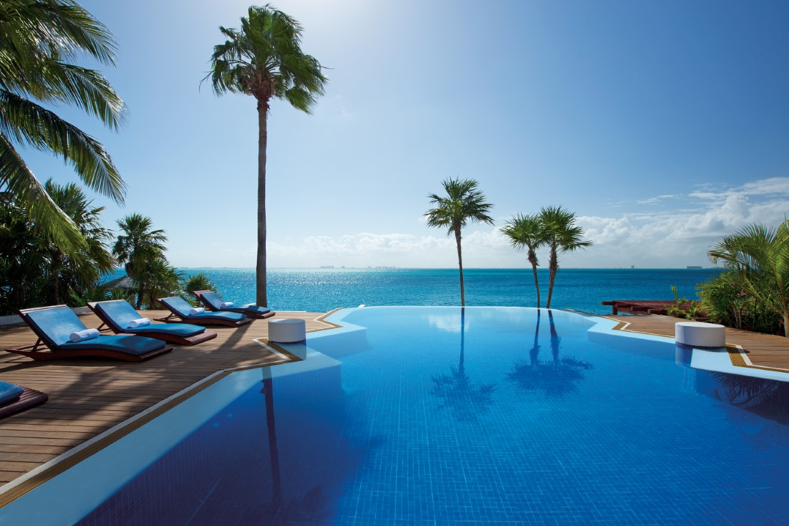 Infinity pool at Zoetry Villa Rolandi on Isla Mujeres