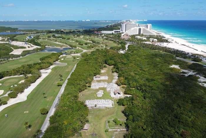 Aerial view of El Rey Mayan ruins in Cancun