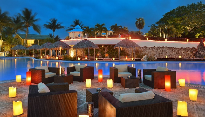 Pool seating with lanterns at Melia Cayo Coco