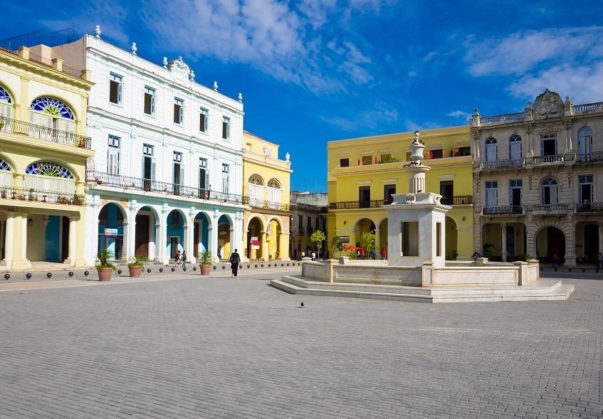Fountain in Plaza Vieja, Havana