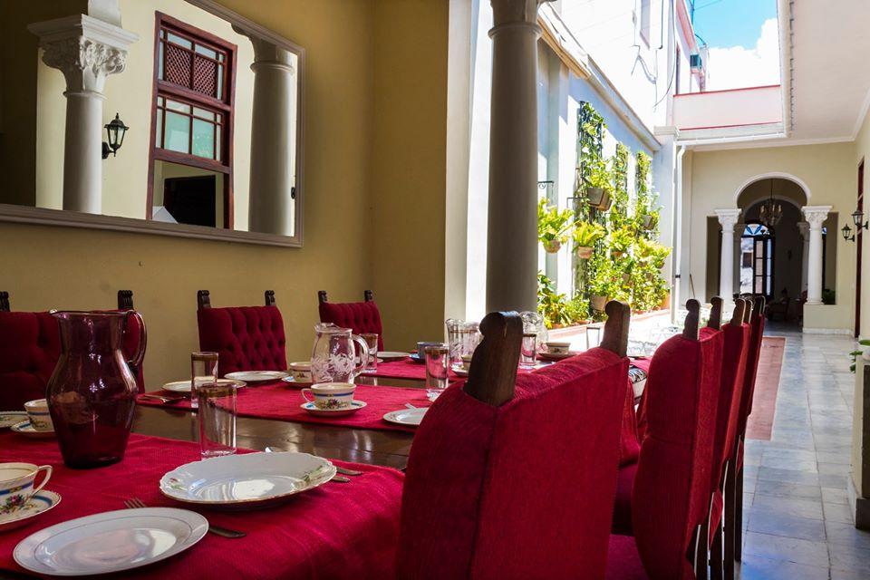 Breakfast seating at Casa Habana 412