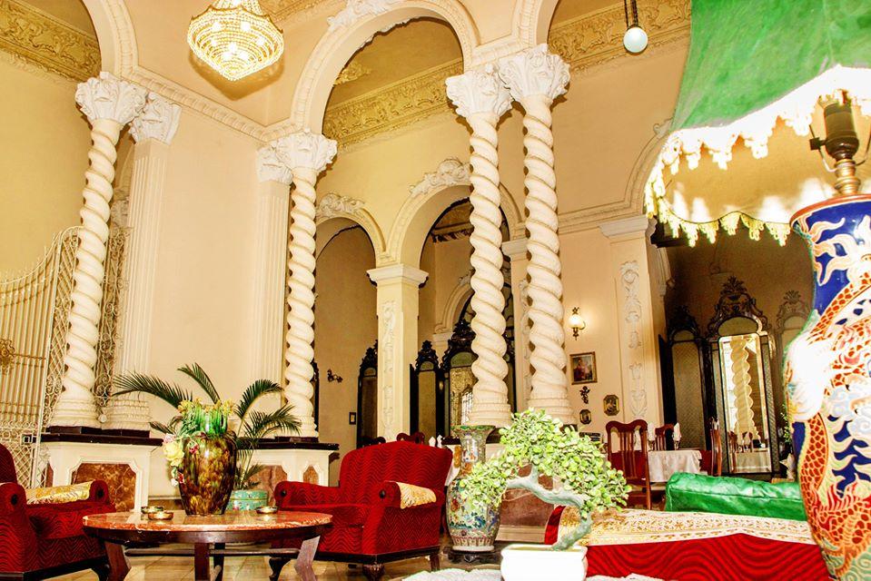 Opulent lounge