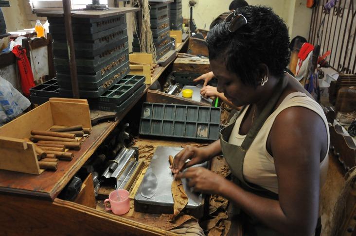 A woman making a cigar in Cuba