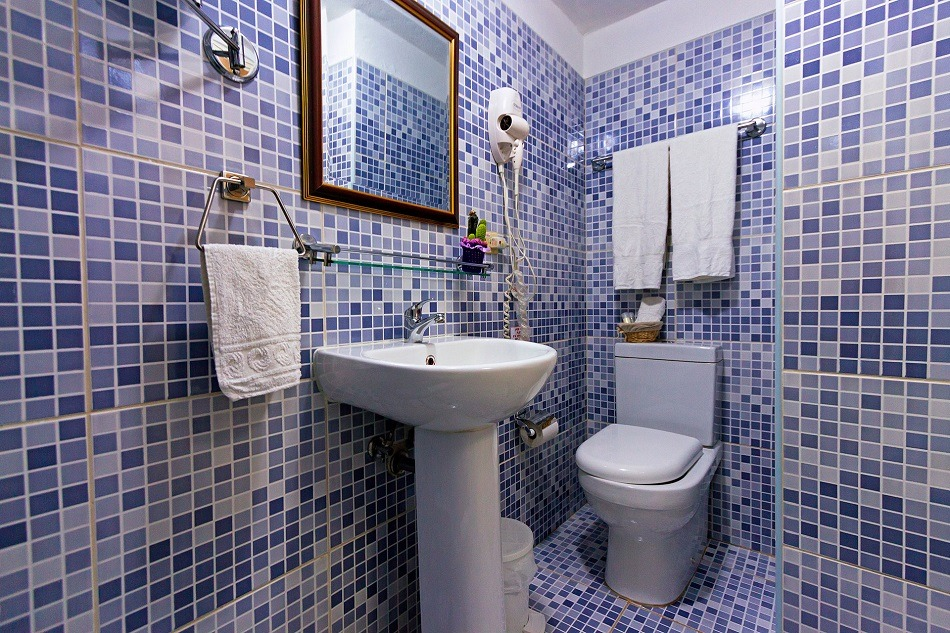 Casa particular bathroom
