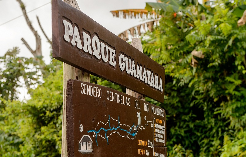 Trail sign at Parque Guanayara in Cuba