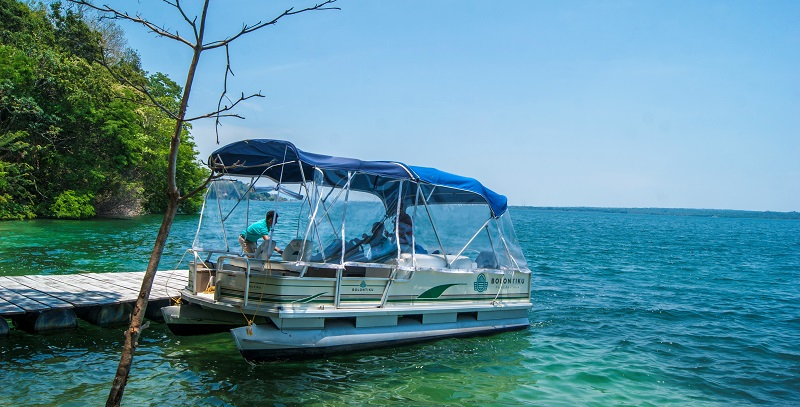 Shuttle boat from Bolontiku Hotel to Flores on Lake Peten