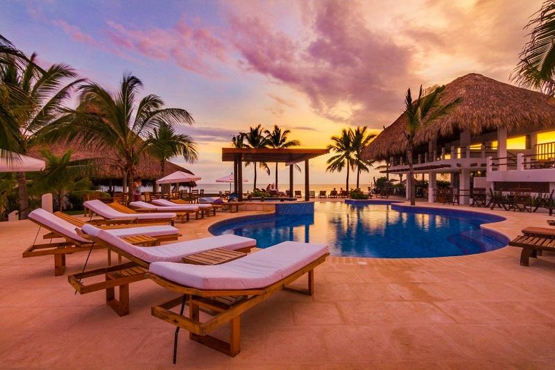 Swimming pool at Dos Mundos Pacific Resort in Monterrico
