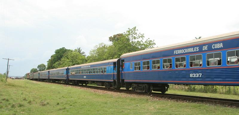 A Cuba passenger train