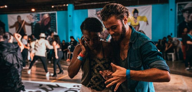 Couple dancing in Cuba